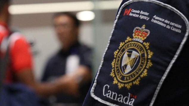 شرطة الحدود الكندية تمنع مهاجرين من دخول كندا رغم تأشيراتهم الصالحة