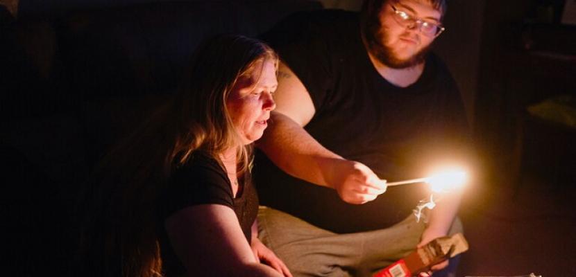 عودة الكهرباء لتكساس بعد انقطاع تزامن مع موجة صقيع أودت بحياة العشرات