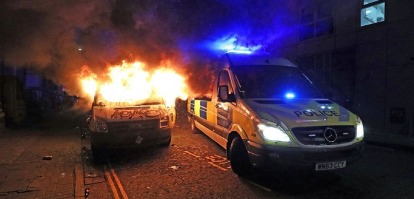 إصابة 20 شرطيا واعتقال 7 أشخاص فى احتجاجات بريطانيا ضد فرض قيود على التجمعات