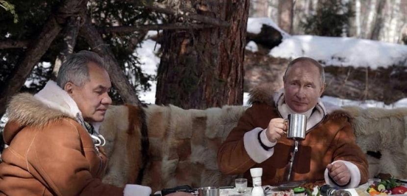"""عطلة بوتين ووزير دفاعه """"وسط الثلوج"""""""