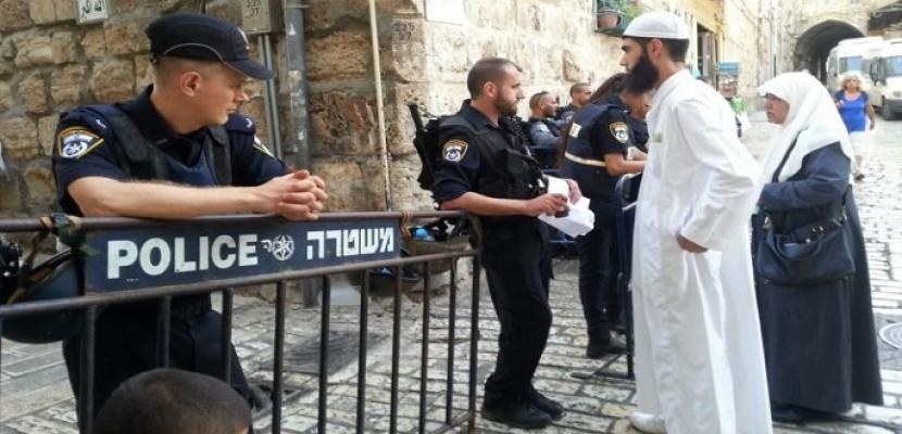 الاحتلال الإسرائيلي يشدد إجراءاته العسكرية ويقيم جواجز حديدية في محيط القدس