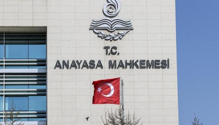 """أعلى محكمة بتركيا: إغلاق الصحف بقرارات وزارية """"غير دستوري"""""""