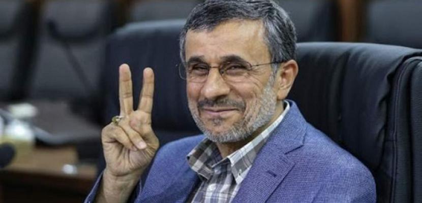 أحمدى نجاد يتقدم بأوراق الترشح لانتخابات الرئاسة الإيرانية