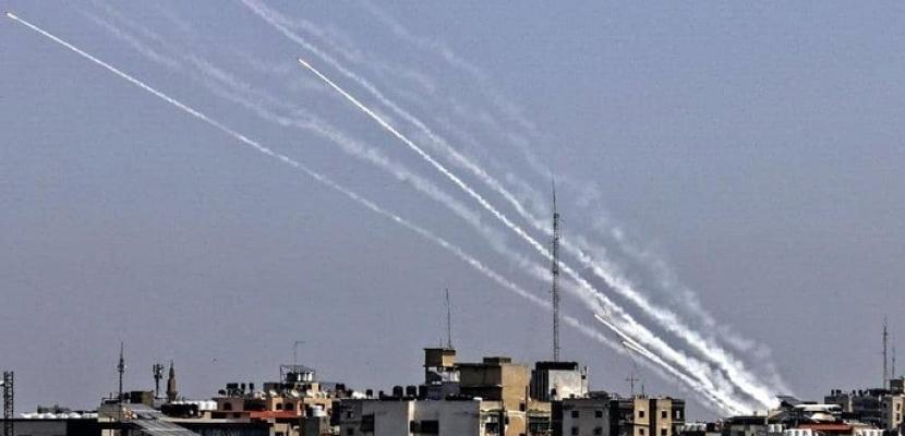 """""""زخات صاروخية"""" من غزة على أسدود وعسقلان.. ووزير الدفاع الإسرائيلي يأمر بتعبئة 5000 جندي احتياطي لتوسيع الحملة الحالية"""