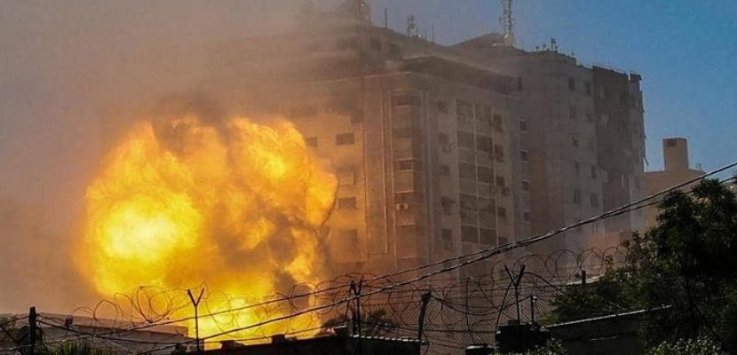 القصف الإسرائيلى لغزة يدخل يومه السابع .. وارتفاع حصيلة الضحايا إلى 174 قتيلاً وأكثر من 1200 جريح