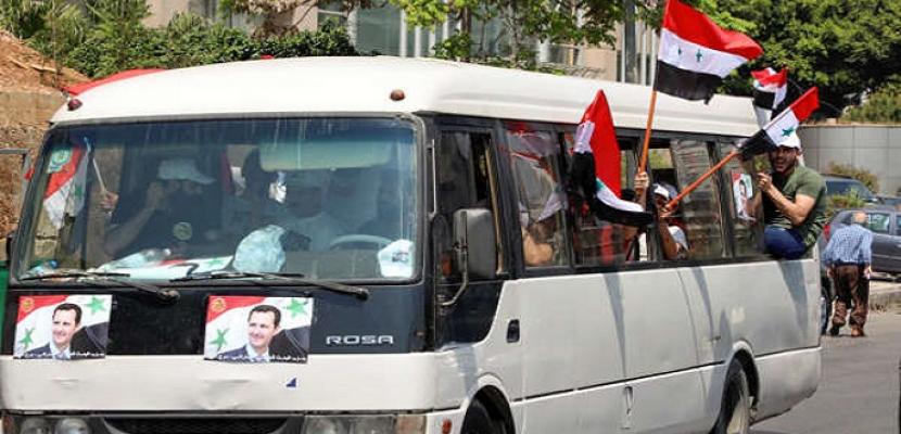 لبنانيون يشتبكون مع سوريين يصوتون في الخارج لصالح الأسد