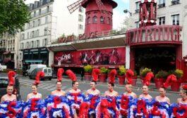 """عرض مبهر لراقصات """"مولان روج"""" لإعلان توديع إغلاق كورونا"""