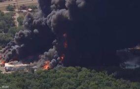 حريق هائل بمصنع كيماويات في إلينوي الأميركية