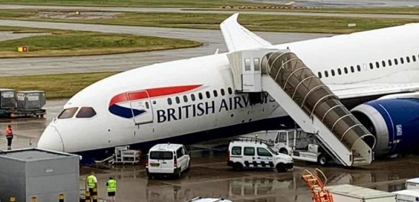 انهيار مقدمة طائرة بوينج 787 للخطوط الجوية البريطانية بمطار هيثرو