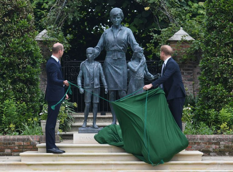 """أسرار جديدة من مراسم """"تمثال ديانا"""".. ما علاقة هاري بغياب كيت؟"""
