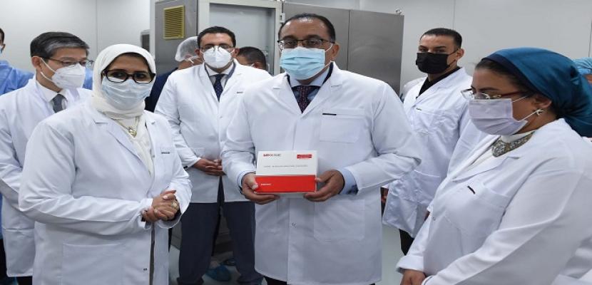 رئيس الوزراء يشهد إنتاج أول مليون جرعة من لقاح فيروس كورونا المصنع محلياً