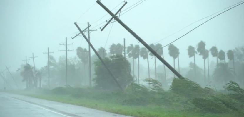"""إعصار """"أولاف"""" يضرب الساحل المكسيكي"""